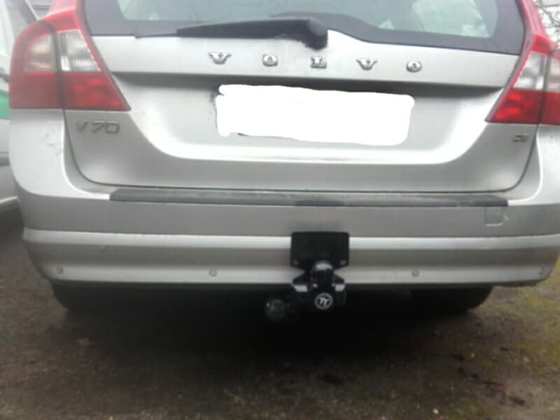 Volvo V70 with Tow-Trust bar